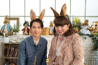 """黒柳徹子&千葉雄大、""""新旧ピーターラビット""""が共演 うさ耳2ショット披露"""