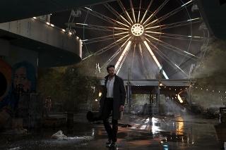 ヒュー・ジャックマンが記憶潜入エージェントに! 「レミニセンス」9月17日公開&US予告発表