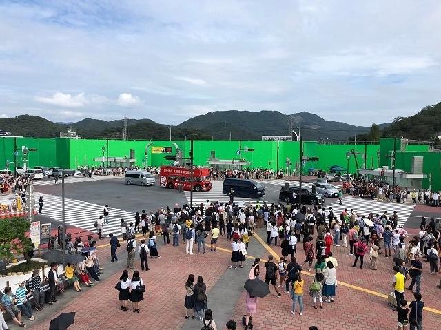 足利市に作られた渋谷・スクランブル交差点のオープンセット。日本では映画1本を作れるほどの費用がかかっている