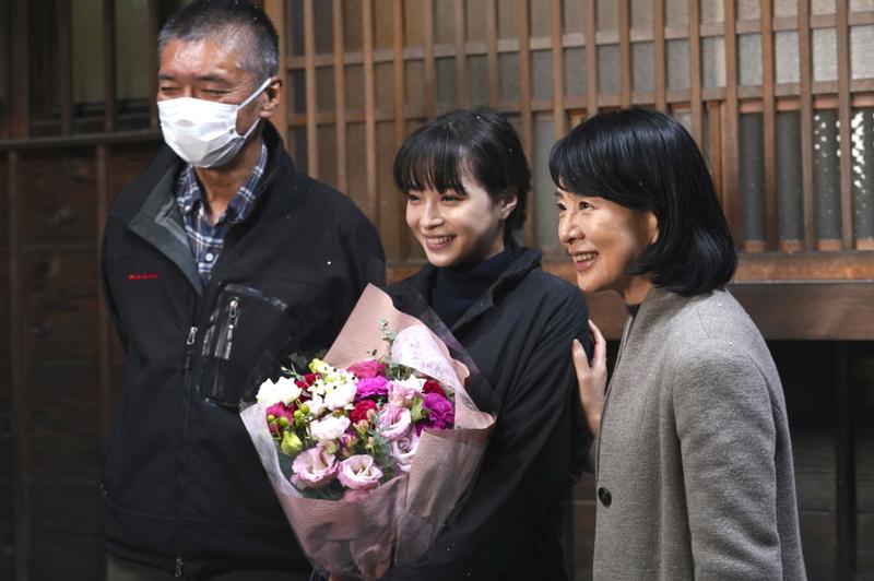 広瀬すず、23歳のバースデー記念!「いのちの停車場」クランクアップ写真公開