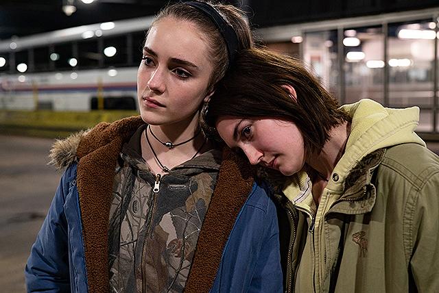 妊娠検査薬を前に、複雑な表情を浮かべる高校生 「17歳の瞳に映る世界」本編映像&監督コメント披露