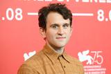 「ハリー・ポッター」のいじめっ子ダドリー役俳優、クリスチャン・ベール主演最新作でエドガー・アラン・ポーに