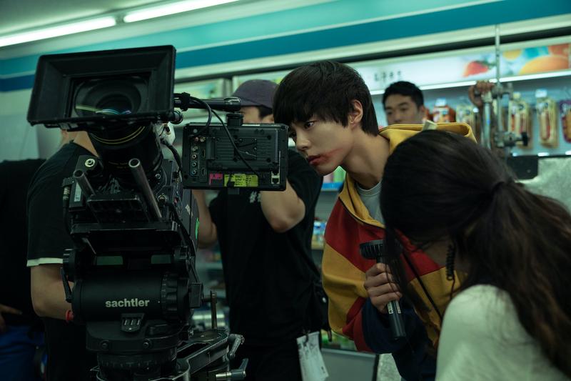 コン・ユ&パク・ボゴム、共演を知った時はどうだった? 「SEOBOK ソボク」メイキング公開