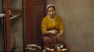 まるで手延べ麺! 伝統のパンケーキ「ルジザ」を作る「モロッコ、彼女たちの朝」本編映像