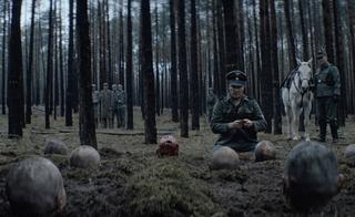 血が滴り落ちる首、埋められる囚人役たち…「アウシュヴィッツ・レポート」メイキング映像公開