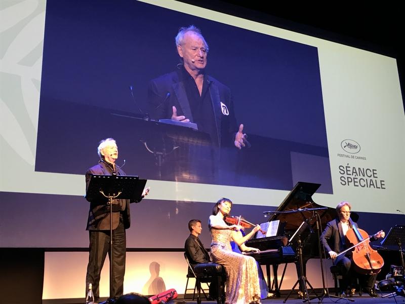 カンヌ映画祭後半、ビル・マーレイがサプライズコンサートでファンサービス