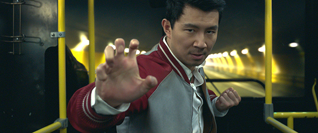 """マーベル最新作「シャン・チー」場面写真が一挙公開 """"優しすぎる""""新ヒーローが最強の力を解き放つ!"""