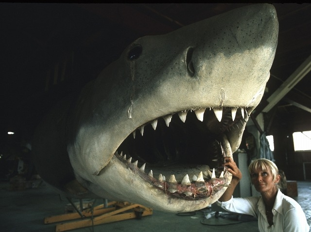 """""""サメと遊ぶ""""伝説のダイバーが語る「ジョーズ」の海洋撮影「素晴らしいサメのアクションがあった」"""
