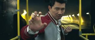 最強の戦士に覚醒! 「シャン・チー」驚異的な武術が飛び出す白熱バトルシーン