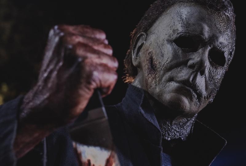 焼け焦げた顔の殺人鬼の手に巨大包丁! 業火から蘇ったブギーマン描く「ハロウィン KILLS」場面写真公開