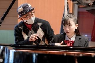 永野芽郁のピアノ演奏が心を揺さぶり、田中圭が優しい涙を流した 「そして、バトンは渡された」撮影現場レポート