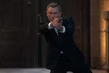 ダニエル・クレイグ演じる「007」ジェームズ・ボンドの軌跡 過去の名シーン満載の特別映像