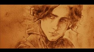 ティモシー・シャラメが砂の世界に 「DUNE デューン」サンドアートスペシャル映像公開