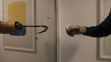 【「キャンディマン」評論】鏡と血しぶきが彩る幻惑的なイメージでアート化された都市伝説の恐怖