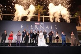 アンジェリーナ・ジョリー、子どもたちと「エターナルズ」プレミア登壇 日本のファンへメッセージも