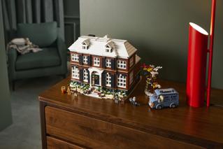 「ホーム・アローン」がレゴ化! 家の外観・内観を忠実に再現、ペットのタランチュラも