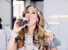 「SATC」のサラ・ジェシカ・パーカーが、コカ・コーラのキャラクターに