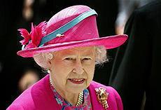 英エリザベス女王、子供向け人気番組のゲスト司会に