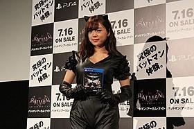セクシー衣装で会場を魅了した篠崎愛