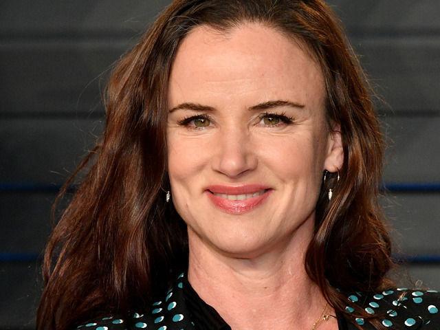 レナ・ダナム制作、ジェニファー・ガーナー主演のコメディドラマにジュリエット・ルイスが出演