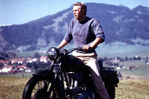 バイクでの逃走シーンは映画史に残る名場面