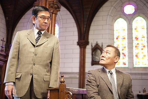 國村隼、石坂浩二らベテラン俳優が脇を固める