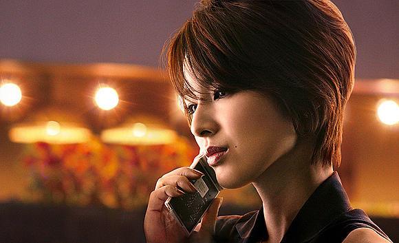 ジャンヌ・モローよりクールな印象の吉瀬美智子