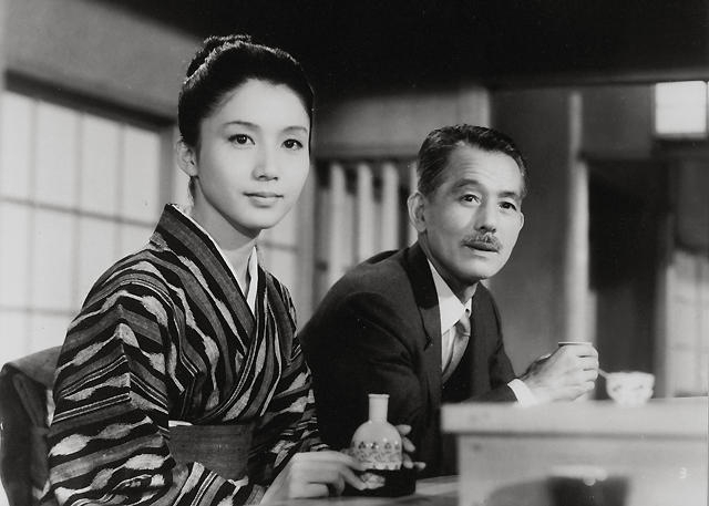 小津安二郎の遺作。写真は岩下志麻(左)と笠智衆