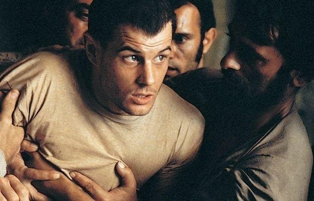 本作のタイトルは「脱獄」を意味する 隠語「深夜特急」からとられている