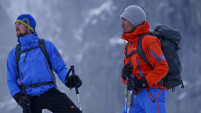 セロトーレのフリークライミングに挑むデビッド・ラマ(右)と、パートナーのペーター・オルトナー(左)