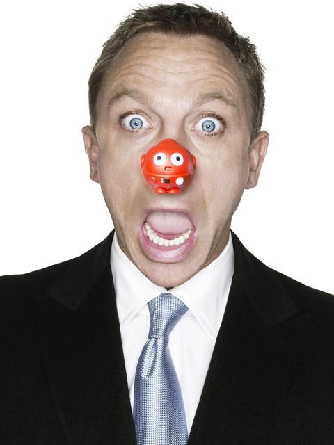 発祥地・英国ではダニエル・クレイグもこの表情!
