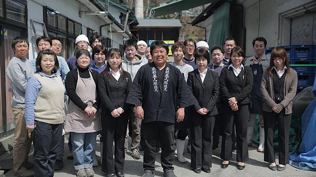 南部美人の蔵元・久慈浩介氏(中央)