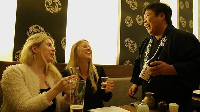 日本酒が世界の人々を魅了している