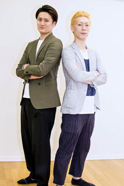 うずまきナルトを演じる坂東巳之助(右)と、うちはサスケを演じる中村隼人(左)