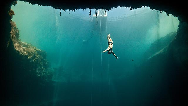 人類で初めて100メートルの素潜りに成功したマイヨール