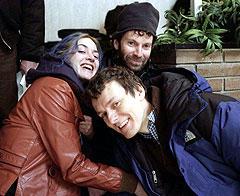 (左より)撮影現場でのケイト・ウィンスレットと チャーリー・カウフマン、ゴンドリー監督