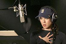 レニー・ゼルウィガー演じるアンジー(下写真・右)