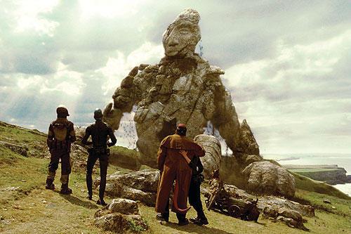 石の大きな巨人は「アルゴ探検隊の大冒険」に 出てくる青銅の巨人タロスへのオマージュ