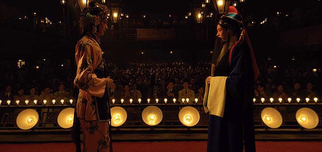舞台の上で愛を深めていく梅蘭芳と孟小冬