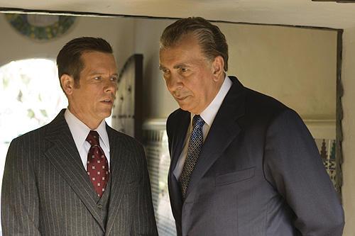 ニクソンに関するありとあらゆるもの を見て撮影に備えたという
