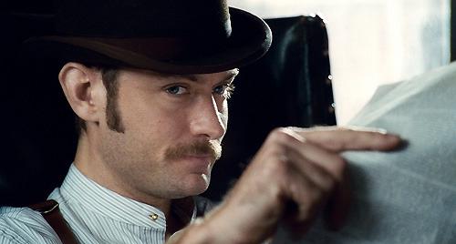 本作ではホームズが事件を解く上で 欠かせない相棒として描かれる