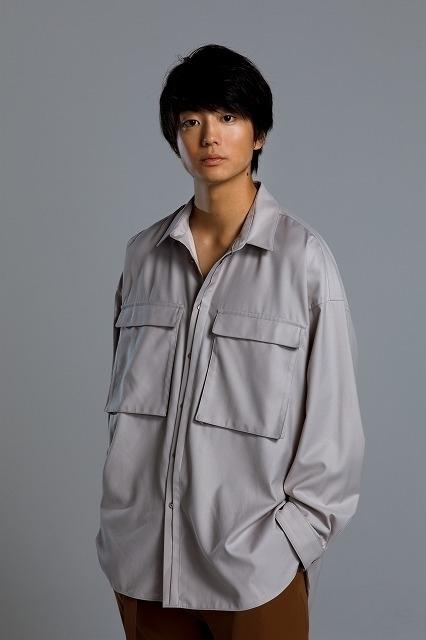 ヘアメイク:島徹郎(juice)、スタイリスト:釘宮一彰(juice)/パンツ(CULLNI:2万8000円)、その他はスタイリスト私物