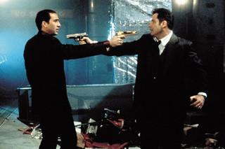 """フェイス/オフの映画評論『ジョン・トラボルタ&ニコラス・ケイジの""""両極演技""""に震える、ハードな入れ替わり物語』"""