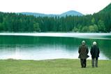 湖のほとりで