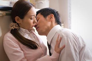 団地妻 昼下がりの情事(2010)