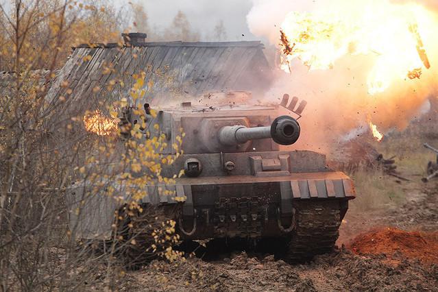 ホワイトタイガー ナチス極秘戦車・宿命の砲火