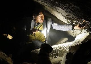 トンネル 闇に鎖(とざ)された男