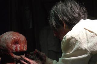 血を吸う粘土の予告編・動画