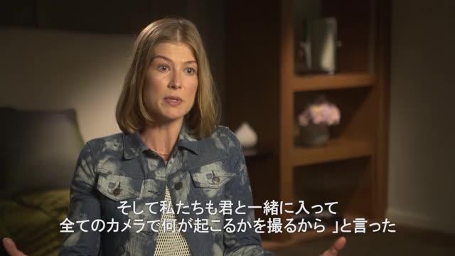 ロザムンド・パイクのインタビュー映像