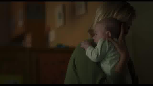 特別映像:育児に追われるマーロ